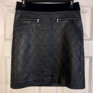 Ann Taylor Black Quilted Faux Leather Skirt Size 0